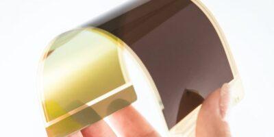 Fingerprint sensor authenticates via smartphone's display